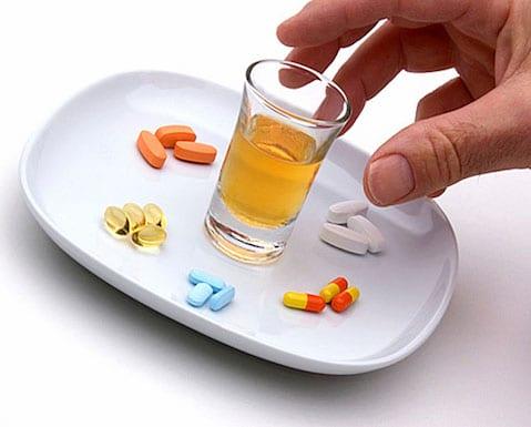 El peligro de mezclar alcohol y medicamentos
