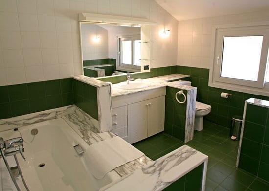 Suite con terraza y baño privado clínicas Cita