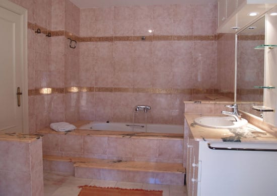 habitación con baño privado Cita