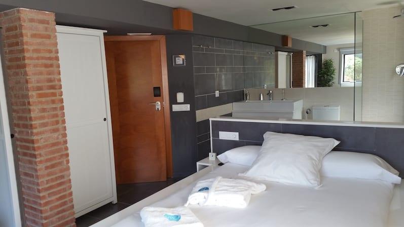 Habitación suite desintoxicación con bañera hidromasaje